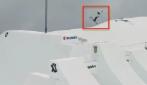 Un volo lungo 14 metri: la straordinaria impresa dello sciatore è da togliere il fiato
