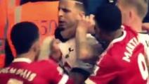 Depay contro Walker, scoppia la rissa durante Tottenham-Manchester United