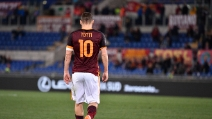 Roma-Bologna, il boato dell'Olimpico all'ingresso di Francesco Totti