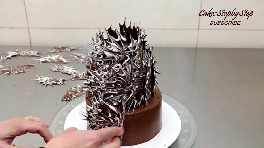 Decorazioni Torte Salate : La decorazione con il cioccolato creativa per le torte
