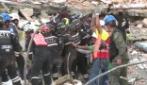 Ecuador, sepolto dalle macerie per oltre 48 ore: le immagini del salvataggio