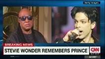 """Stevie Wonder si commuove ricordando Prince: """"È morto un membro dell'esercito dell'amore"""""""