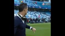 Il pollice in giù di Cristiano Ronaldo verso i tifosi