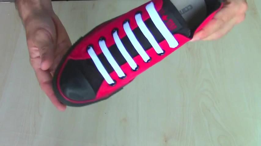come infilare i lacci alle scarpe: paralleli, incrociati e in tutti