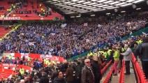 United-Leicester, all'Old Trafford i tifosi dei 'Foxes' danno spettacolo