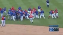 Pugno in faccia all'avversario, scoppia mega rissa nel campo da baseball