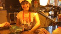 È affetta dalla sindrome di Down e ha una grande passione: la cuoca più dolce che ci sia