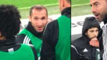 Dybala segna un gran gol: le espressioni di Chiellini e Barzagli dicono tutto