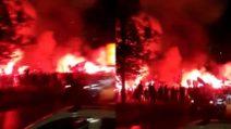 Napoli - Psg, l'arrivo dei tifosi partenopei al San Paolo: fumogeni e cori