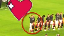Chi saluta Cristiano Ronaldo durante l'inno della Champions League