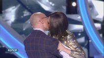 Grande Fratello VIP, il bacio tra Alfonso Signorini e Ilary Blasi