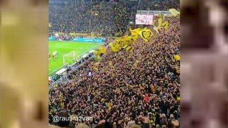 La bellezza del muro giallo: i festeggiamenti al termine di Borussia-Bayern sono spettacolari