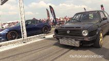 VW Golf turbo vs Nissan GTR: partenza a razzo e rombo dei motori fenomenale
