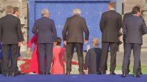 Il presidente Juncker al vertice Nato barcolla e sembra ubriaco
