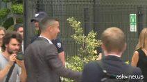 "L'arrivo di Ronaldo al J Medical per le visite, fan impazziti: ""Portaci la Champions"""
