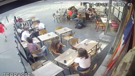 Parigi, viene molestata in pubblico e schiaffeggiata da uno sconosciuto