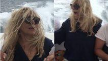 """""""Aiuto, non so nuotare"""": Mara Venier terrorizzata durante un giro in barca a Ischia"""
