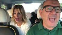 Karaoke in taxi per Emma Marrone: il duetto con il tassista romano finisce su Instagram