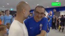 Sarri e Guardiola si incontrano prima della partita: abbracci e risate tra i due
