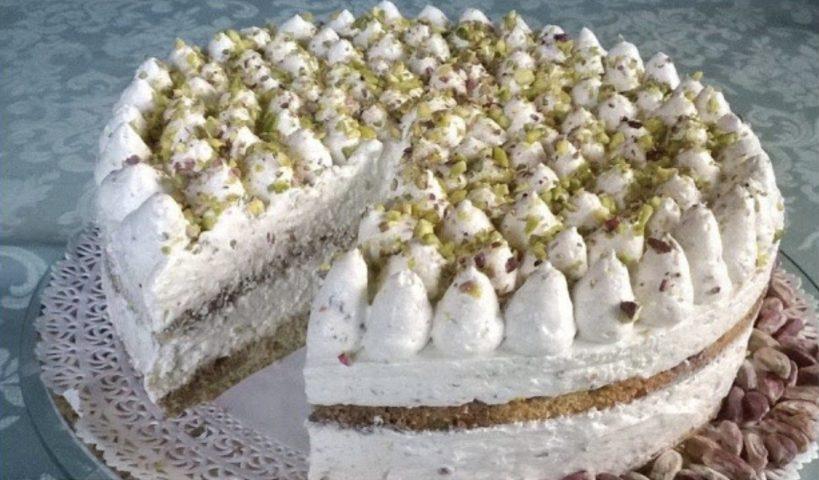 Torta tiramisù al pistacchio: alta, soffice e deliziosa