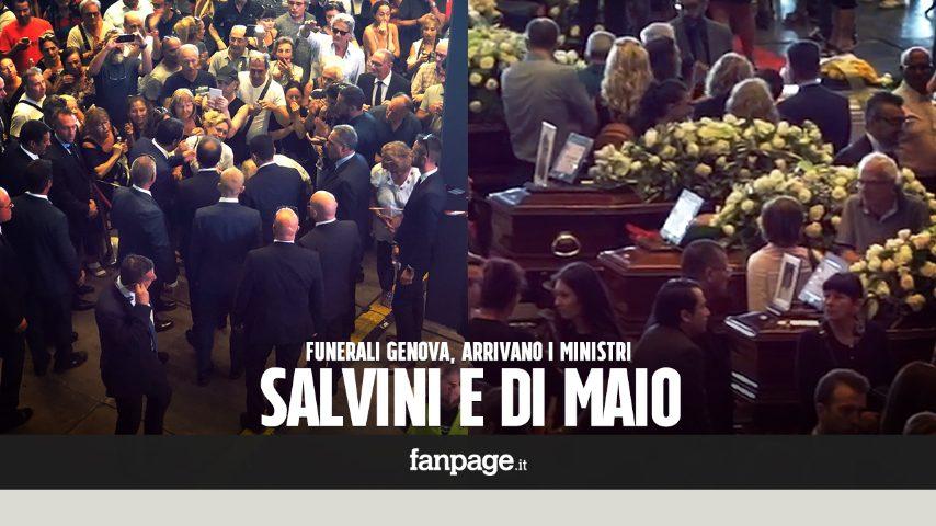 crollo genova. salvini e di maio arrivano ai funerali: applausi, lacrime e abbracci per i ministri