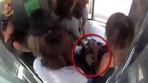 Milano, borseggiatrici derubano turista di 14 mila euro: catturate dalle telecamere di sorveglianza