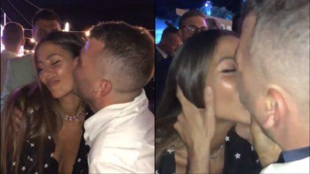Matrimonio Ferragnez, il bacio inaspettato di Gilda Ambrosio con l'amico di Fedez
