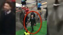 Napoli-Liverpool, i tifosi attendono Ancelotti e lo incitano: la reazione del mister sotto la tribuna