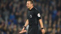 Premiere League, i tifosi del West Ham lanciano un dildo sul campo