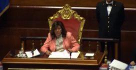 """Napolitano ritorna al Senato dopo l'intervento al cuore. Casellati: """"Esempio per tutti"""""""
