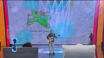 """Luca Guadagnini canta """"Tornerà l'Aurora"""", l'omaggio alla sua bambina morta a soli 2 anni"""