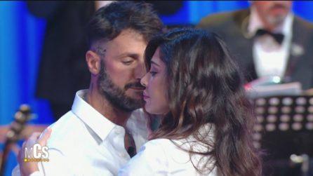 Maurizio Costanzo Show, Fabrizio Corona balla un lento con Belén Rodriguez