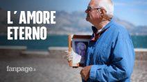 La storia dell'anziano che porta al mare la foto della moglie: un inno all'amore eterno