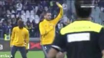 Ovazione a Bonucci, lo juventino fa l'inchino alla curva della Juventus