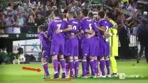 Foto di squadra del Real Madrid, Cristiano Ronaldo ancora sulle punte
