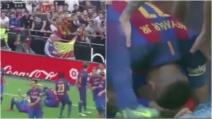 Una bottiglia colpisce Neymar in campo: il brutto gesto dei tifosi del Valencia