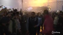 L'ovazione dei tifosi della Lazio accompagna la squadra
