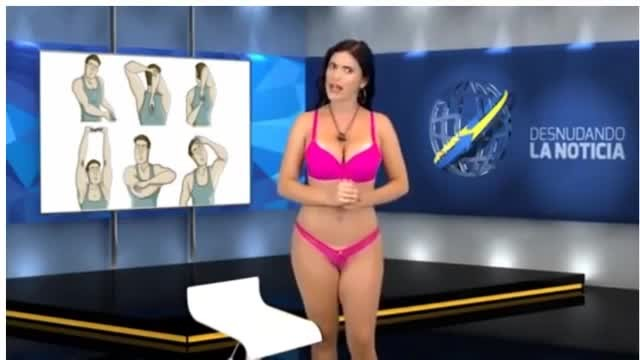 ac6601131 Apresentadora tira a roupa ao vivo durante telejornal  a cena absurda vista  pelos telespectadores