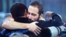 Juve-Napoli, l'abbraccio tra Sarri e Higuain
