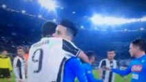Juve-Napoli, Higuain abbraccia Callejón a fine partita
