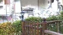 Terremoto Centro Italia: le immagini drammatiche del crollo di una casa a Visso