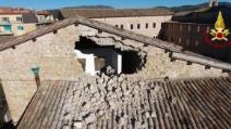 Terremoto Centro Italia, il drone mostra le opere d'arte dal buco nel muro crollato