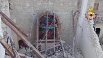 Terremoto a Norcia, la chiesa di San Francesco distrutta: alcuni affreschi sono ancora intatti