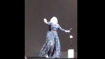 """""""C'è un c**** di pipistrello!"""": Adele perde la testa durante il concerto"""