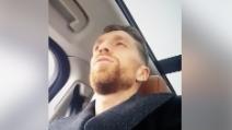Il Papu Gomez in auto canta Tiziano Ferro