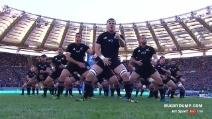 L'haka degli All Blacks di scena allo stadio Olimpico: i tifosi ascoltano in religioso religioso