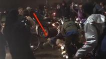Usa, spari durante manifestazione anti-Trump: uomo resta ferito a terra