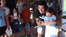 Suarez cuore d'oro: regala la sua maglia a un bambino malato