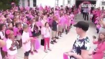 L'insegnante ha sconfitto il cancro al seno: al suo ritorno, i bimbi organizzano una sorpresa speciale