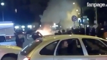 Napoli, scontri tra ultras e polizia prima della Champions: taxi in fiamme